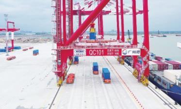 粤港澳大湾区首个全自动化码头实船联合调试 融合了多项先进技术